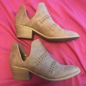 Universal thread side cut out booties. Size 10